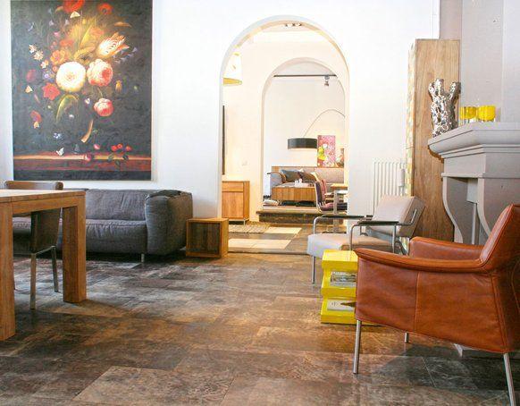 Ein Boden Aus Lederfliesen Ist Robust, Pflegeleicht, Warm, Lichtecht Und  Geeignet Für Eine Fußbodenheizung.