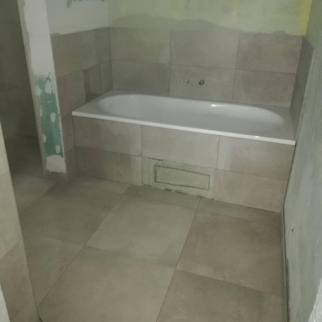 Badezimmer 2 Bad Badezimmer Bathroom Badewanne Dusche Ebenerdigedusche Niesche Fliesen Fliese Feinsteinzeug Feinsteinzeugfliesen Bodenfliesen Bade