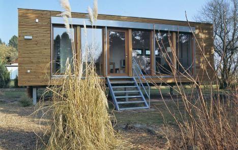 Mini h user nat rlich wohnen im holz fertighaus neubau for Wochenendhaus modern bauen