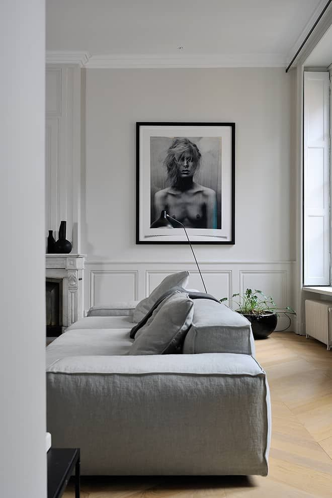 Un Appartement Veloute Entre Design Italien Et Scandinave En 2020 Salon Condo Mobilier Italien Belles Salles A Manger