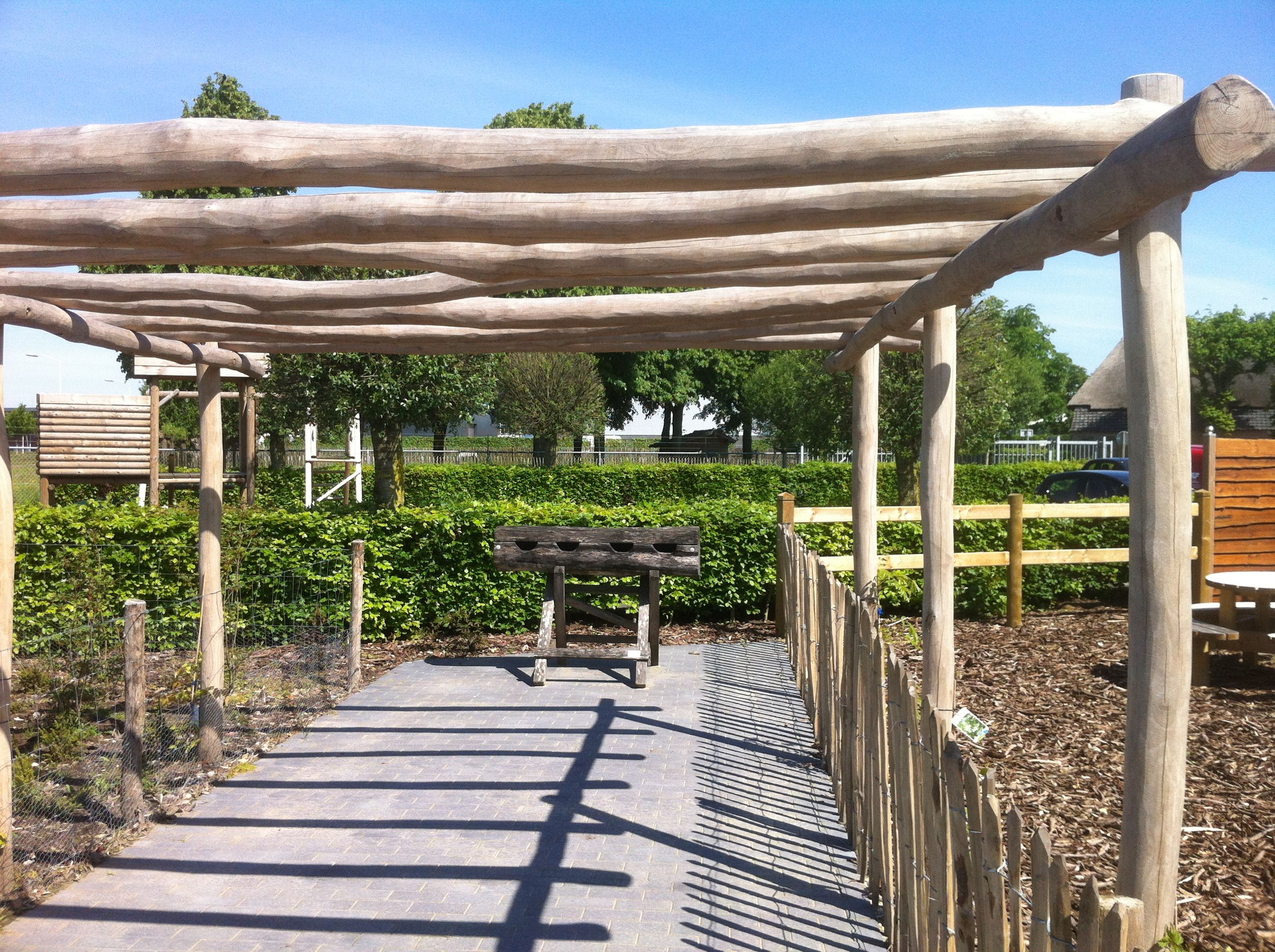Pergola kastanjehout google zoeken achtertuin pinterest zoeken google en natuurlijke tuin for Bedek zijn pergola