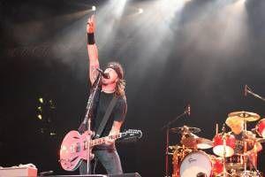 ANTRO DO ROCK: Foo Fighters faz cover de Rolling Stones e Queen d...
