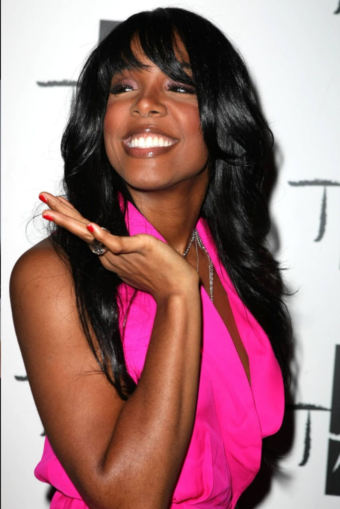 Her Pink top with red nail polish | KELLY ROWLAND | Pinterest | Red ...