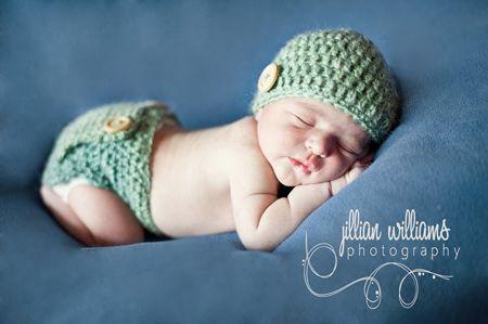 43a3c6dbfdf Bonnet et culotte bébé au crochet