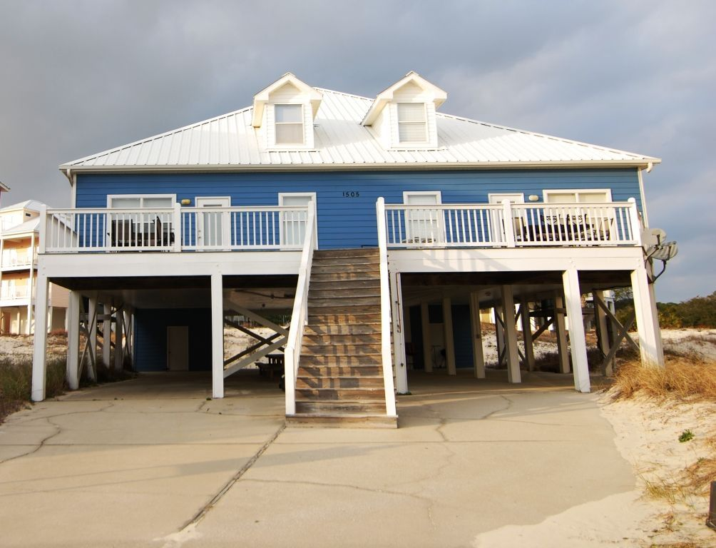 Spectacular Home Only 100 Yard Walk From The Beach Perfect For Families Fort Morgan Beach Houses For Rent Fort Morgan Small Beach Houses
