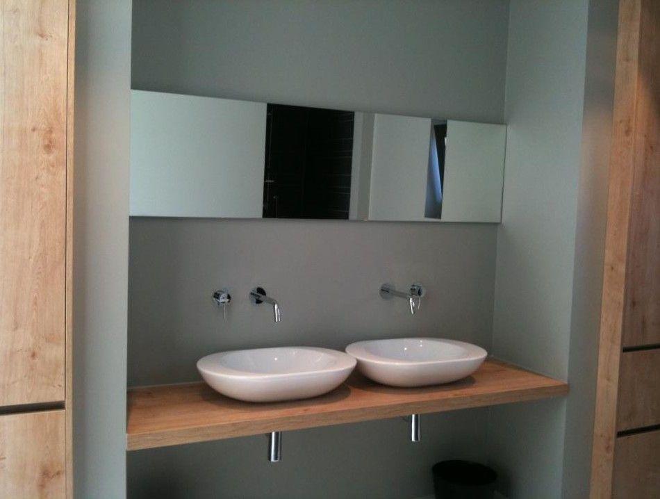 moderne badkamer met keukenkasten ingericht. Uitgevoerd door Ennovy ...