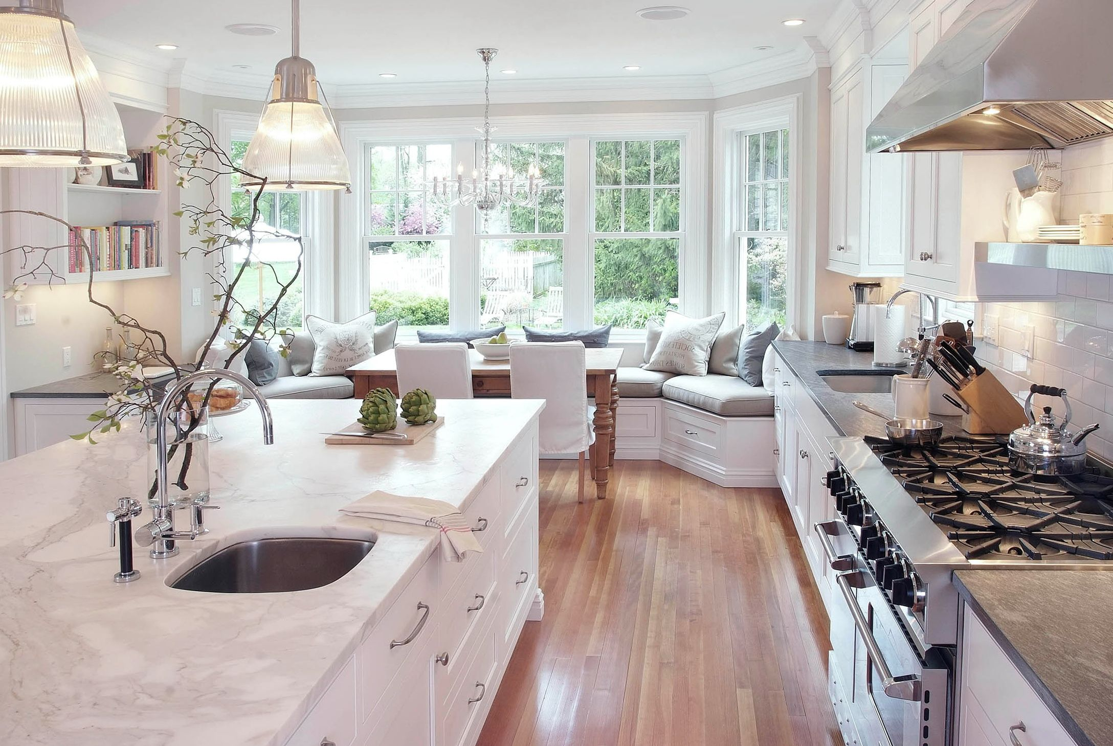 window-bench-seat-kitchen.jpg (2176×1459) | Ideas for the House ...