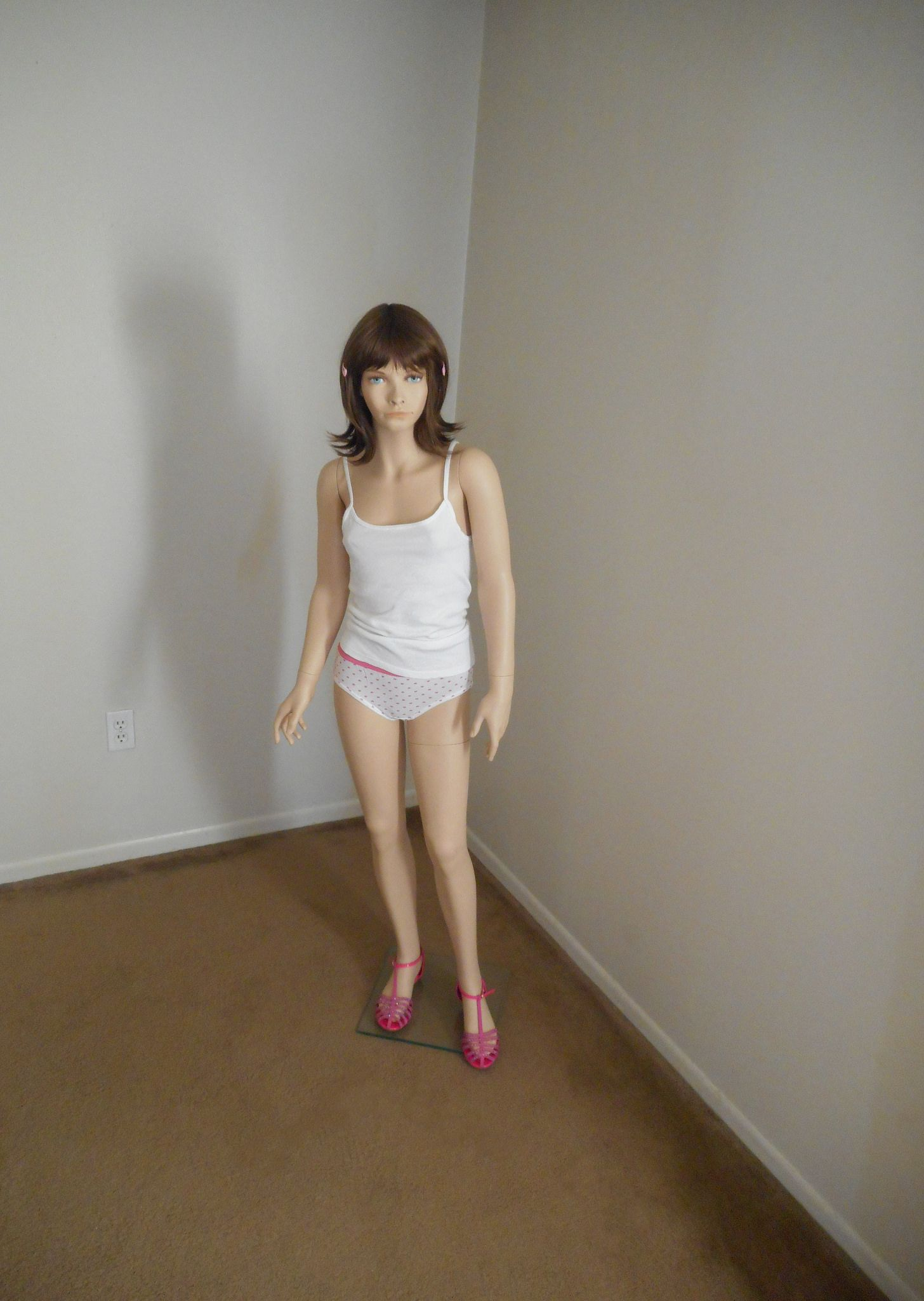 https://flic.kr/p/EpzgB8 | Krissy in the corner. | Videos of Krissy can be seen here: www.youtube.com/playlist?list=PLo50bfTa6YGkI-ir-NBlr5EDqt...