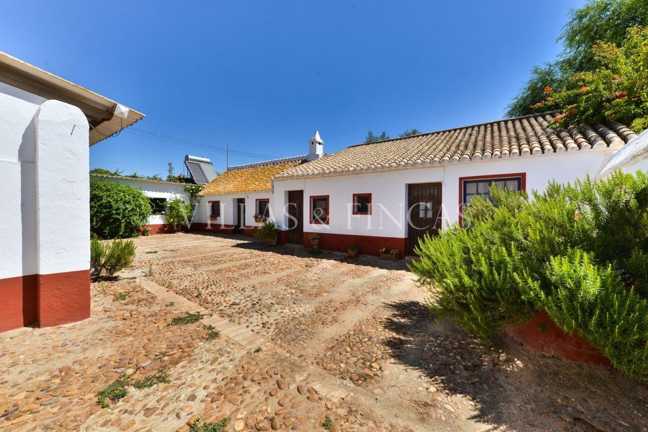 Cortijo en venta en Sevilla. Preciosa Hacienda del Siglo