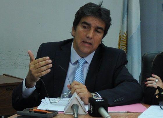 El diputado provincial Ricardo Sánchez sostiene que no hay impedimento constitucional para adherir a la Ley Nacional de Blanqueo de capitales. Sostiene que se disminuiría el monto del gravamen que tiene que pagar el que declara este dinero pero con vistas a la segunda etapa, que es la del 21 de noviembre.