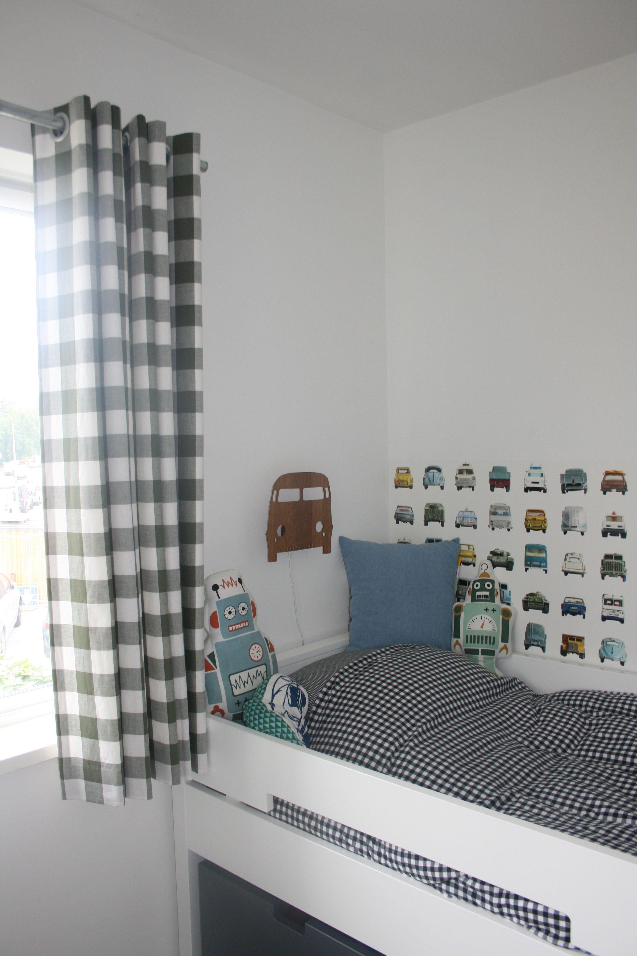 gordijnen in ruit 5cm kleur legergroen op stoere jongenskamer geleverd door boerenbontignl gordijnen curtains kinderkamer
