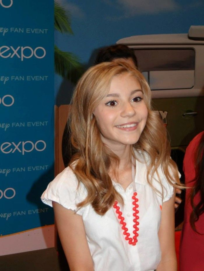 G. Hannelius is Avery on Dog with a Blog on the Disney ...