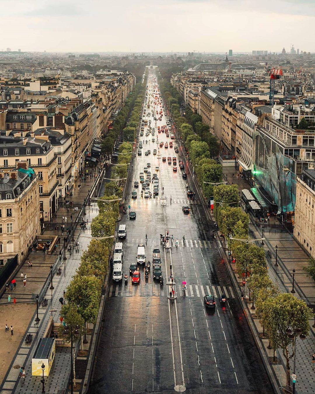 """Plus Belle Avenue Du Monde : belle, avenue, monde, Huynh, Instagram:, """"La, Belle, Avenue, Monde, Pluie, 🌧️, #illgrammers, #france, #topparisphoto, #eiffe…, Railroad, Tracks,, Railroad,, Memories"""