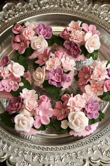 Flower Cupcakes victorian style/ orlandoweddingflowers/ www.callaraesfloralevents.com