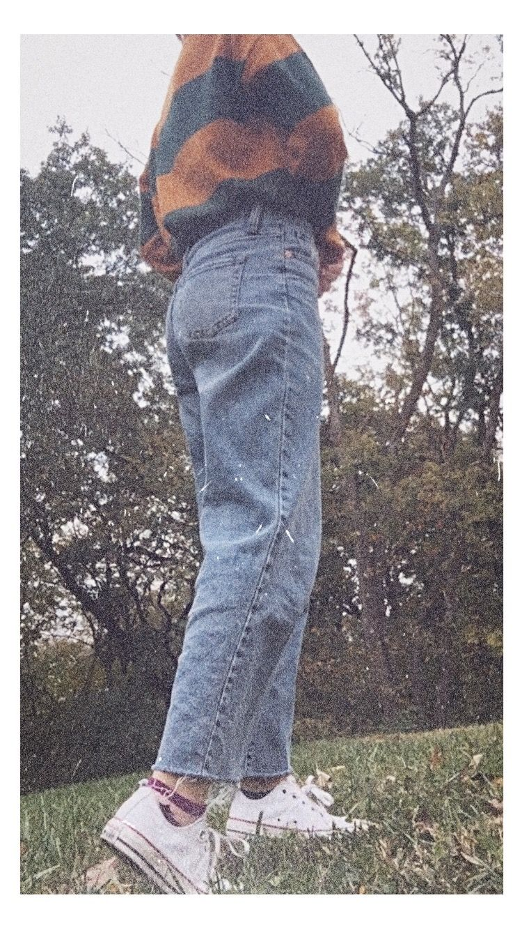 Pin By Cara Allen On Style Mom Jeans Vintage Mom Jeans Mom Jeans Outfit