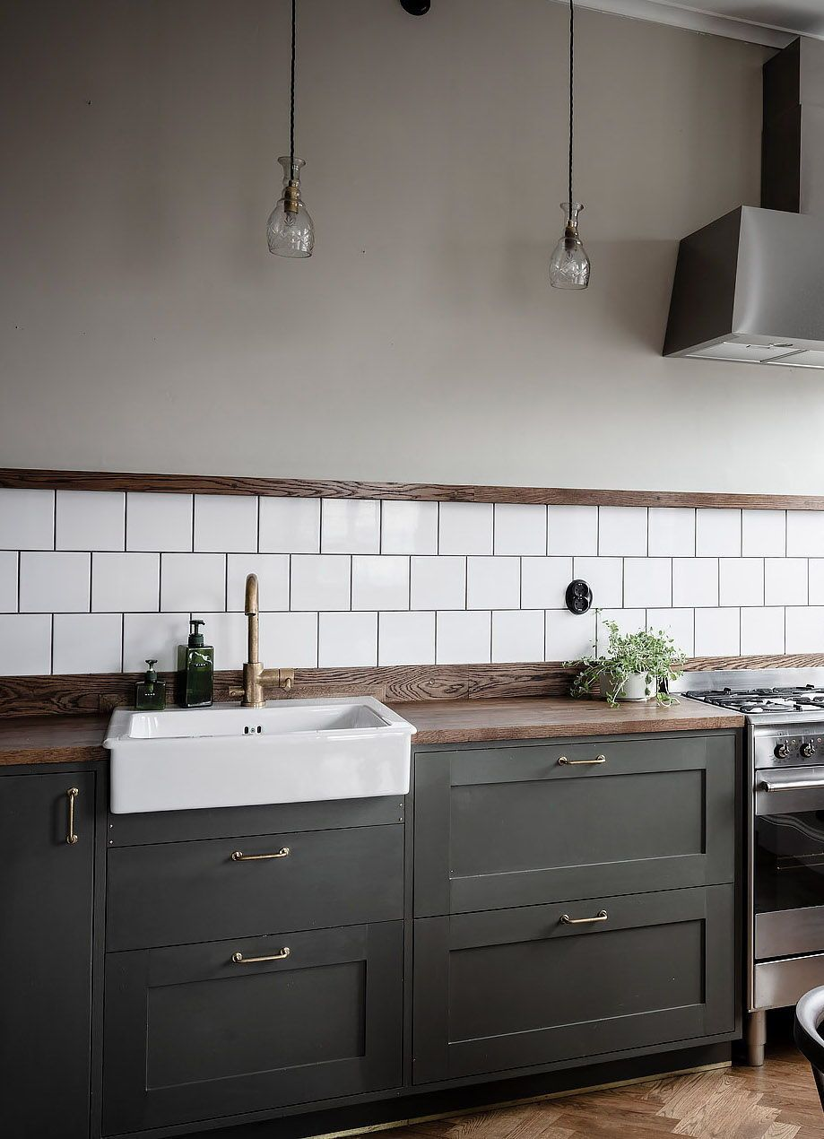 Kitchen in olive and dark wood - COCO LAPINE DESIGN