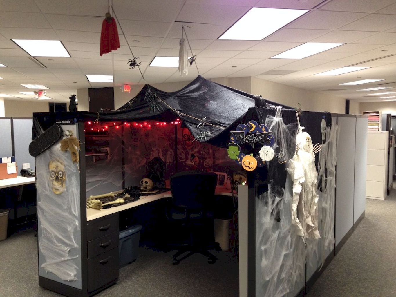 halloween office decoration : 70 creepy cubical ideas | seasonal