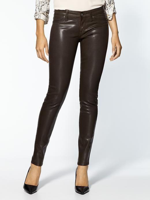 Estos pantalones no deben faltar en tu clóset.