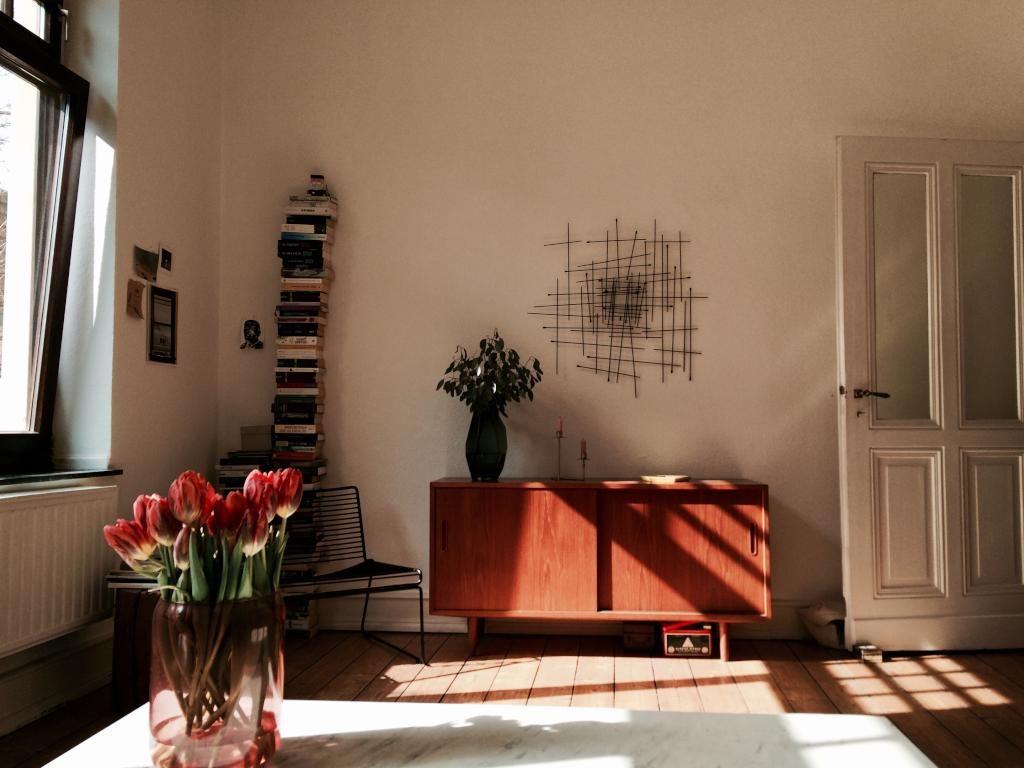 Brilliant Schöne Einrichtung Foto Von Sideboard Aus Holz In Schöner Altbauwohnung. #sideboard