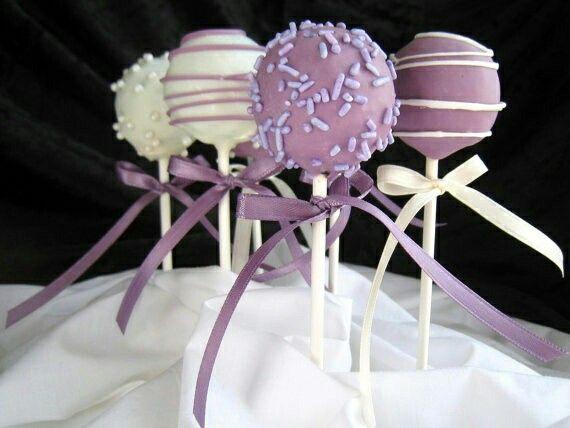 cake pops decorados de acuerdo a tu evento...Love Events siempre a la vanguardia.