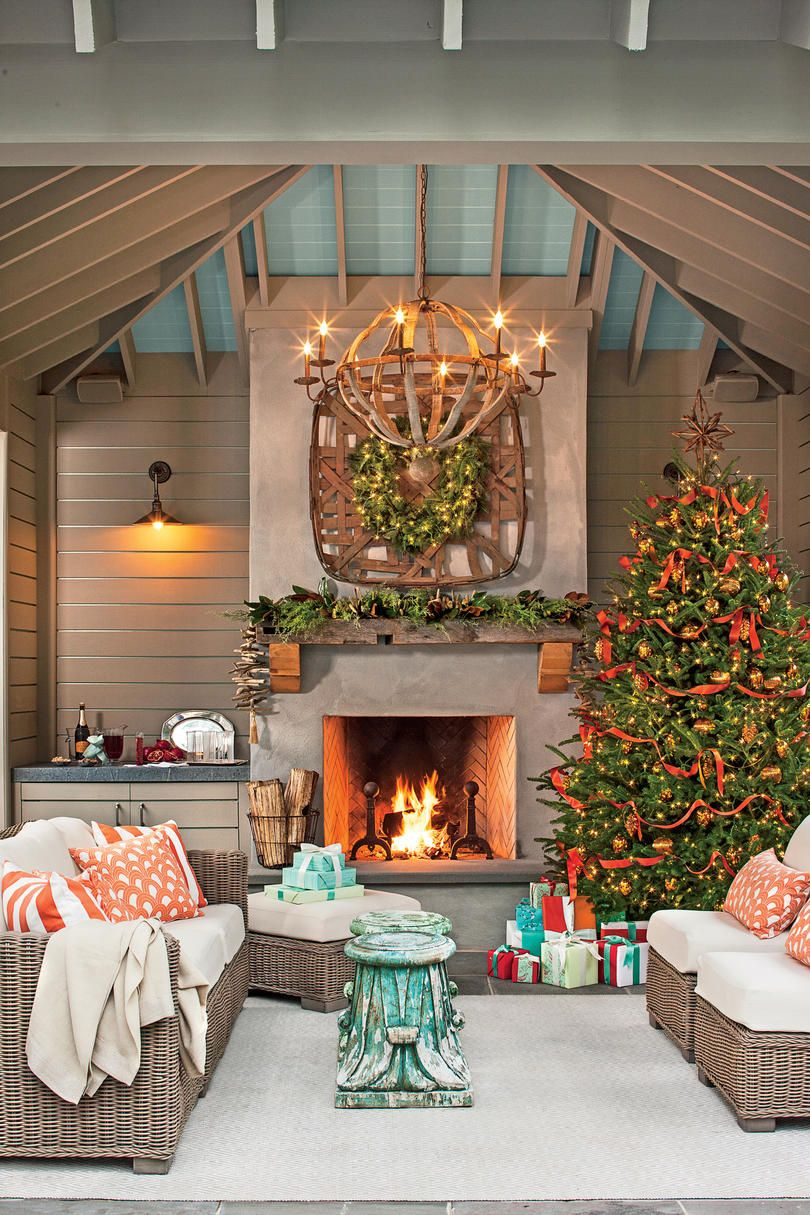 Our Best-Ever Holiday Decorating Ideas | Southern living, Mantels ...