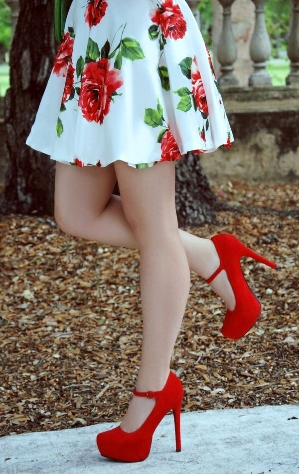 Floral skirt and matching heels. And they're red!  #pumps #heels #red #skirt