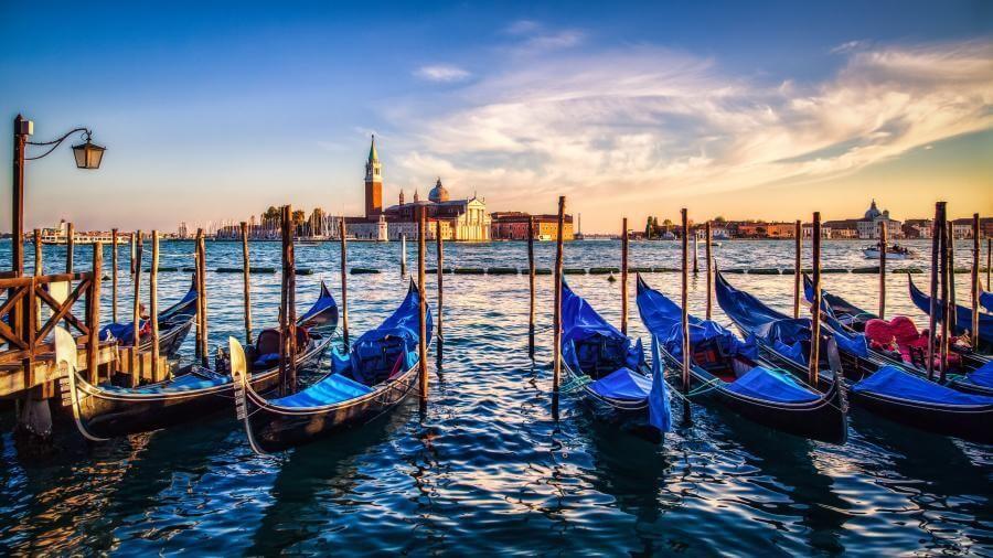 Blue Gondolas In Venice Italy At Sunset 4k Wallpaper