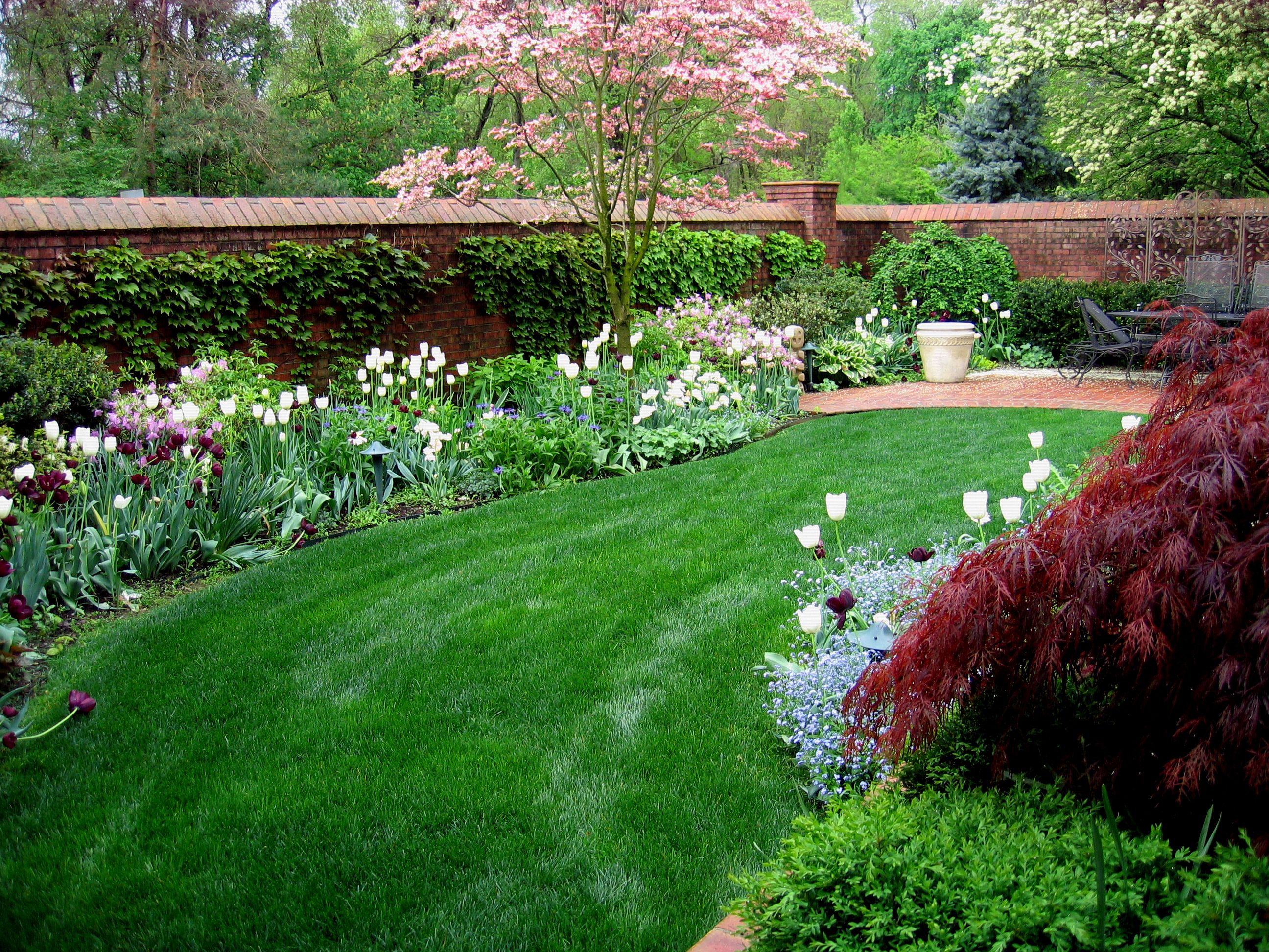 Low Maintenance Gardens Indianapolis In 2020 Low Maintenance Garden Garden Low Maintenance Plants