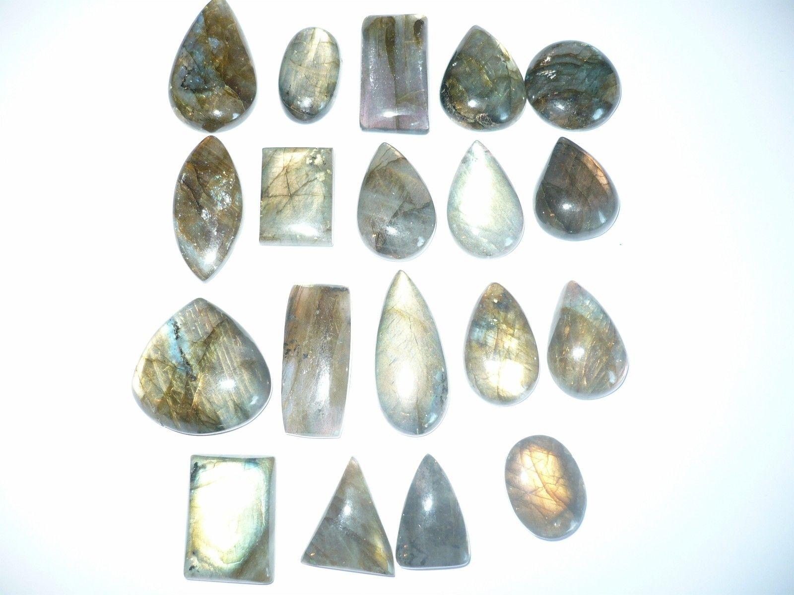 FINN – En stor samling av Labradorite stener.
