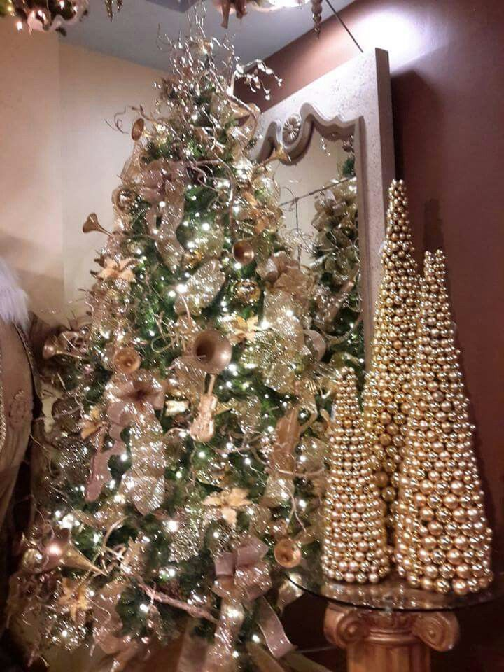 Arbol de navidad decorado en tonos dorados navidad Imagenes de arboles navidad decorados