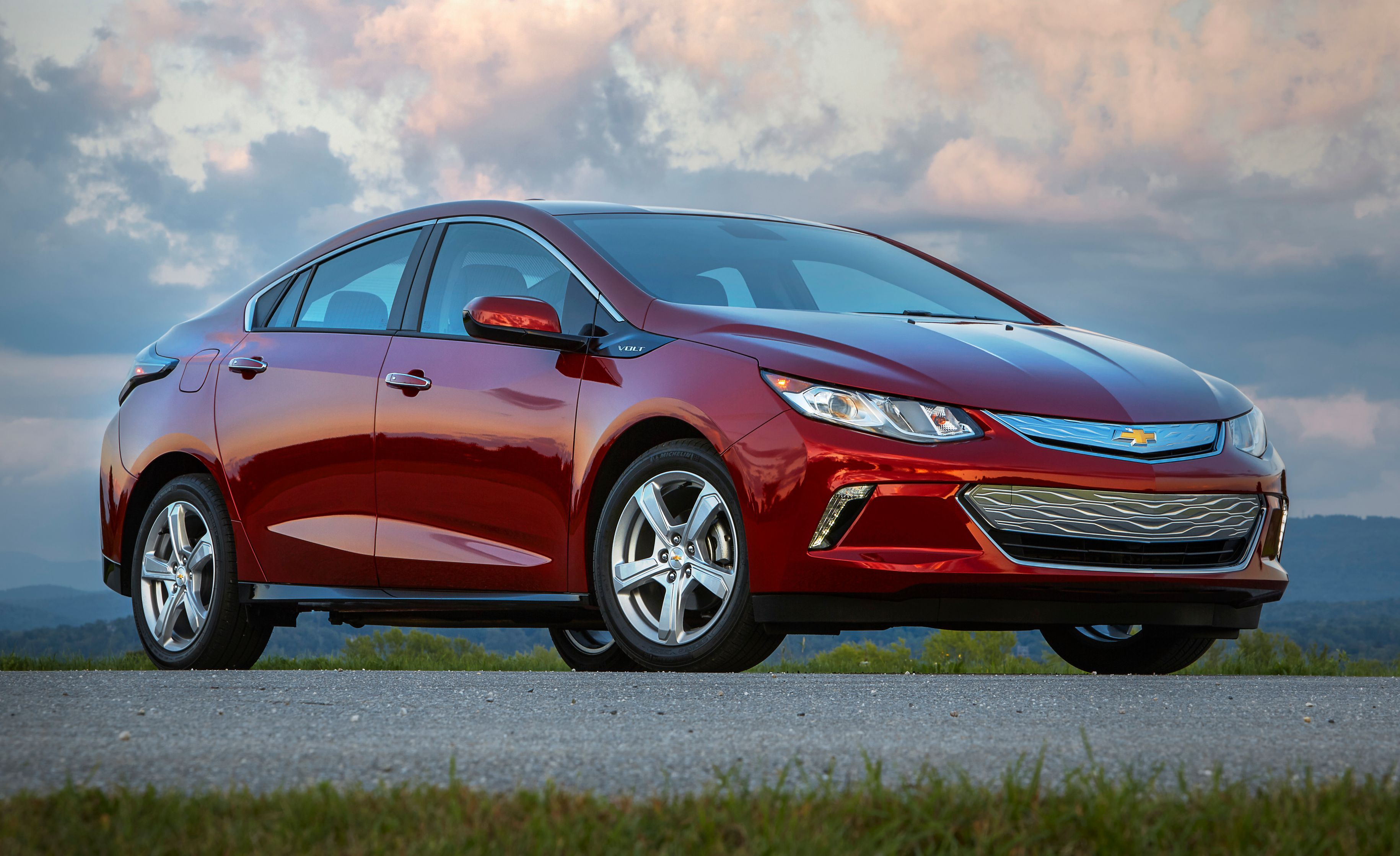 Discontinued Cars Chevrolet Volt In 2020 Chevrolet Volt Best Hybrid Cars Chevy Volt