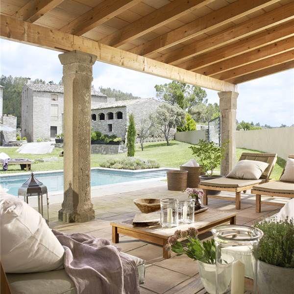 Porche en madera piedra y jazm n cortijo terrazas y for Jardin al aire libre de madera deco