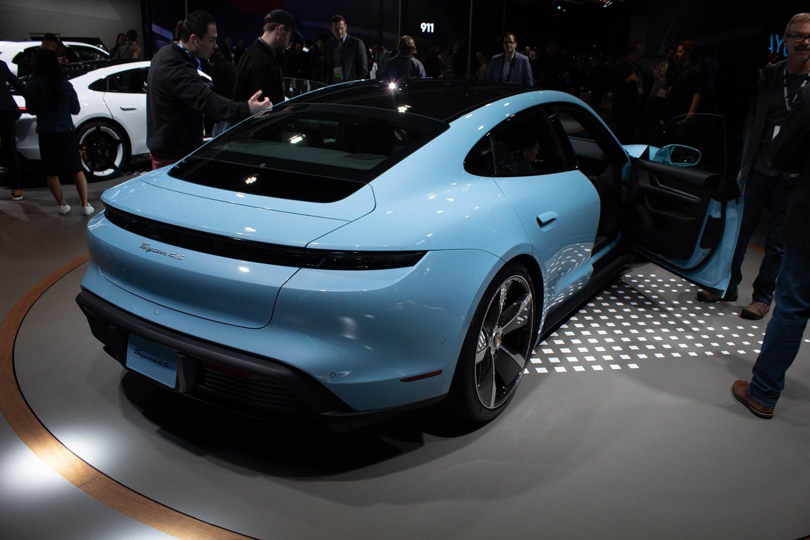 Base Porsche Taycan 4s Shines In Los Angeles Carbuzz Porsche Taycan Porsche Beautiful Cars
