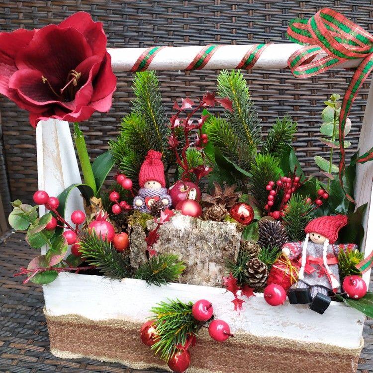 Skrzynka Swiateczna Kompozycja W Koszu Christmas Wreaths Holiday Decor Holiday