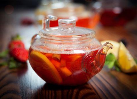 попей горячего чая с медом