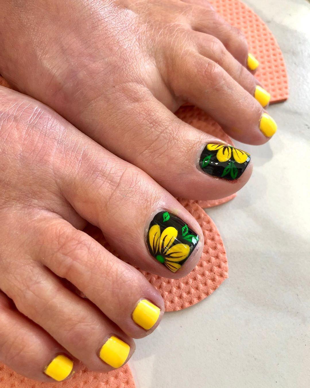 Leboutin Nails On Instagram Summer Flowers Flowers Summer Summerflowers Yellownails Yellow Toe Nail Flower Designs Flower Toe Nails Yellow Toe Nails