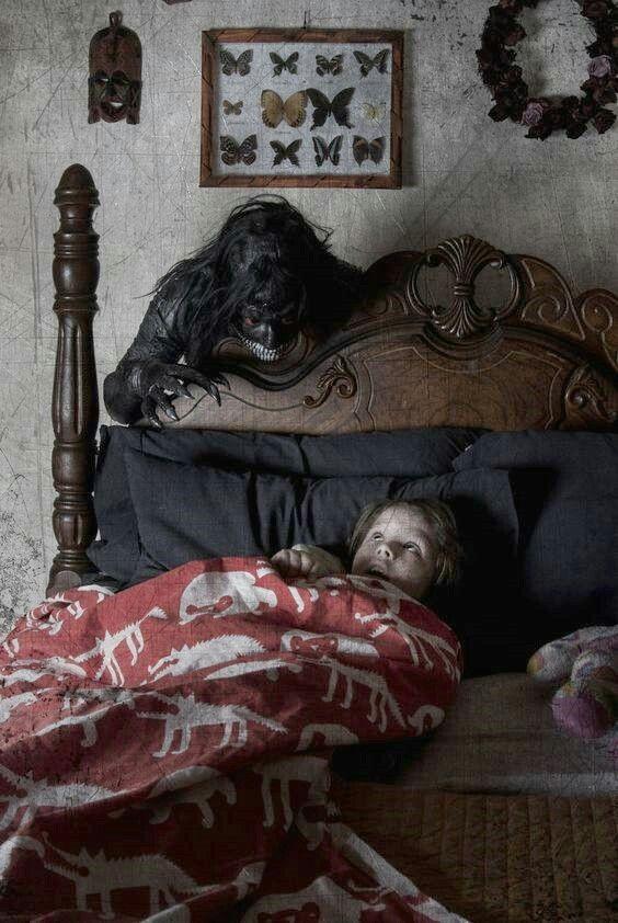 O monstro que vive de trás da sua cama....