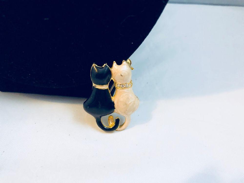 cfb2b93cfc0c VTG. CREAM   BLACK ENAMEL RHINESTONE KITTY CAT S HOLDING TAILS ...