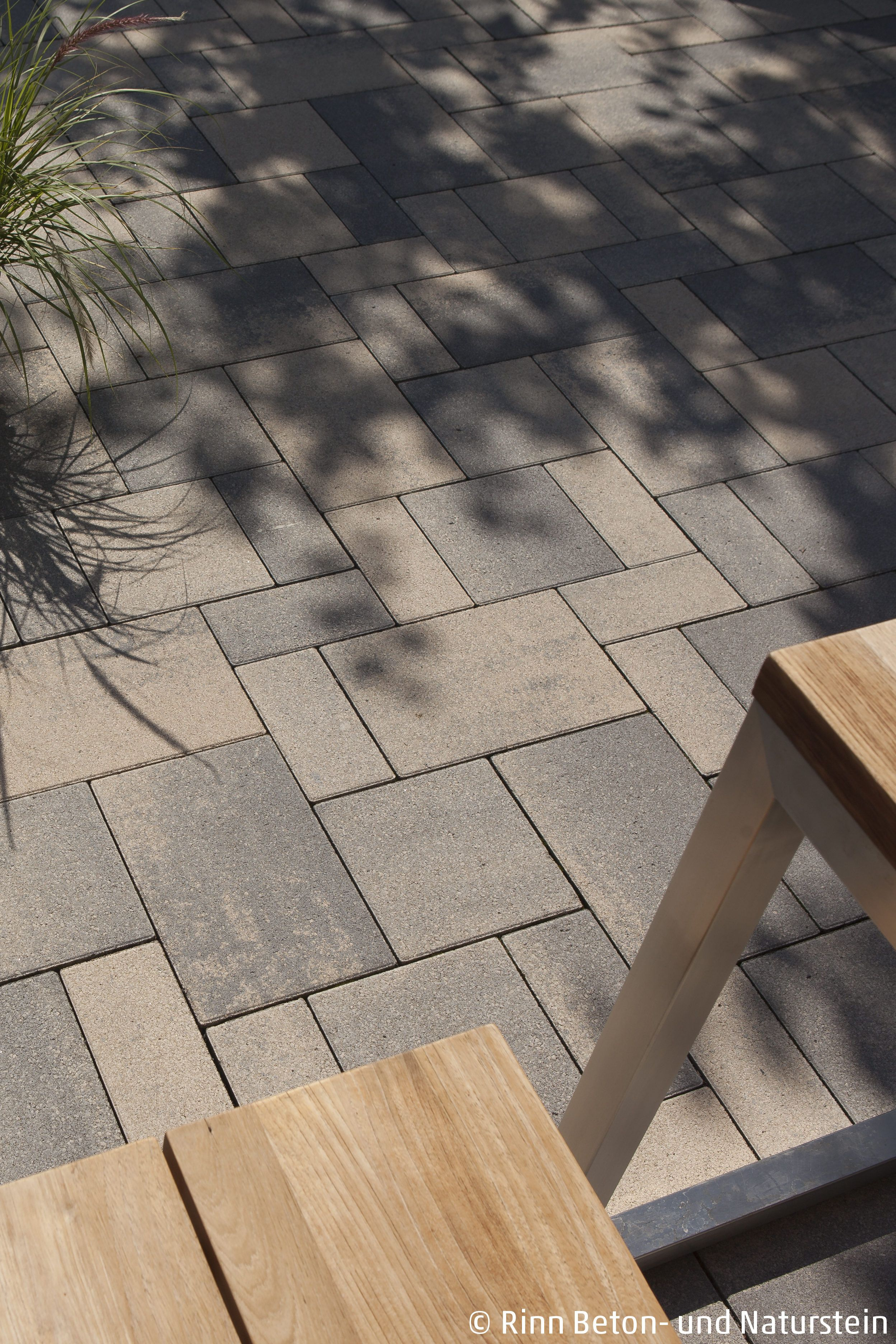 Stimmige Gesamtkomposition Tolle Gartenmobel Aus Holz Und Stahl Im