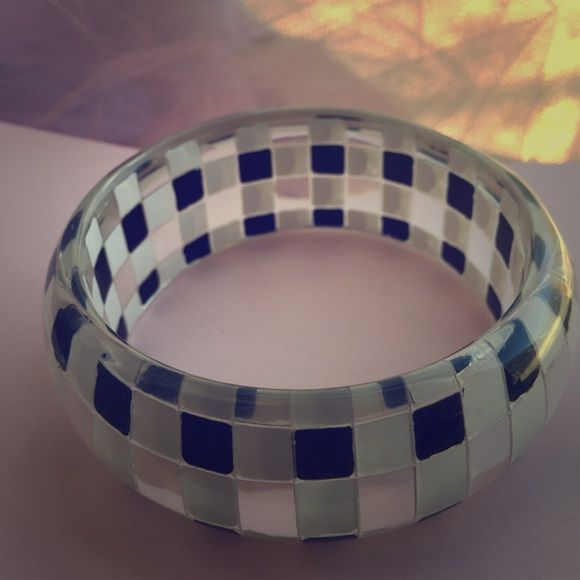 Bracelet, checkerboard pattern It's a lucite checkerboard patterned one piece bracelet. ‼️ MAKE AN OFFER OR BUNDLE FOR 25%OFF ‼️ Jewelry Bracelets
