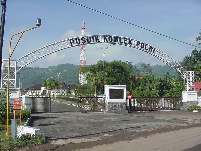 ID: Pusdik Komlek Polri (Pusat pendidikan - Komunikasi dan Elektronika - Polri/Lemdiklat Polri Pusat Pendidikan Kommunikasi dan Electronika)  EN: Indonesian National Police Communication and Electronics Training Center  Location: -6.9708643 N, 107.5268