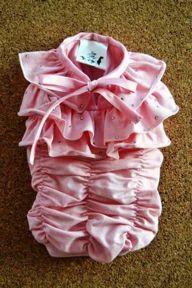 FRY FRY T-shirt per lei - T-shirt elegante per lei in jersey rosa drappeggiato, arricchita con strass, nastrini e fiocchi, disponibile per cani taglia small nelle misure XS, S, M, L, XL.