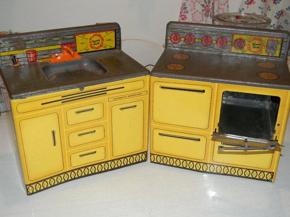 metal play kitchen my daughter had one my grandaughter had one rh pinterest com
