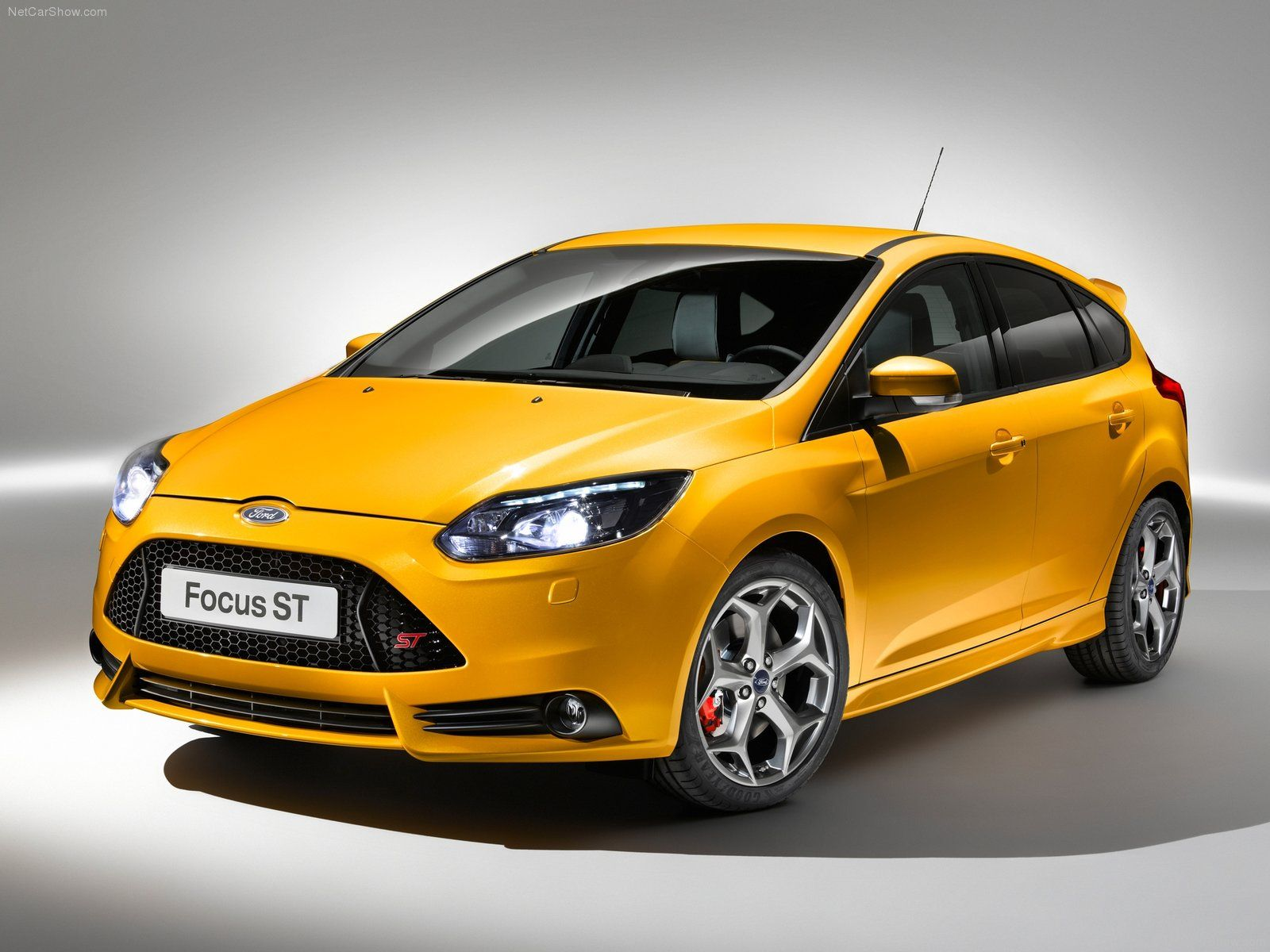 Superturismo lm 18 on ford focus st ozracing racing superturismo lm rim wheel oz cars pinterest ford focus ford and wheels