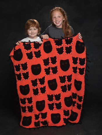 Cats and bats just in time for #Halloween! Sparkling Vanna's Glamour gives their eyes a spooky shine!  Get this crochet pattern: http://lby.co/1sa9gN3