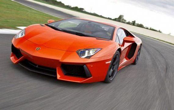 Lamborghini Aventador met helft van cilinders #sportcars #orange #sport #cars #luxurycars #lamborghiniaventador