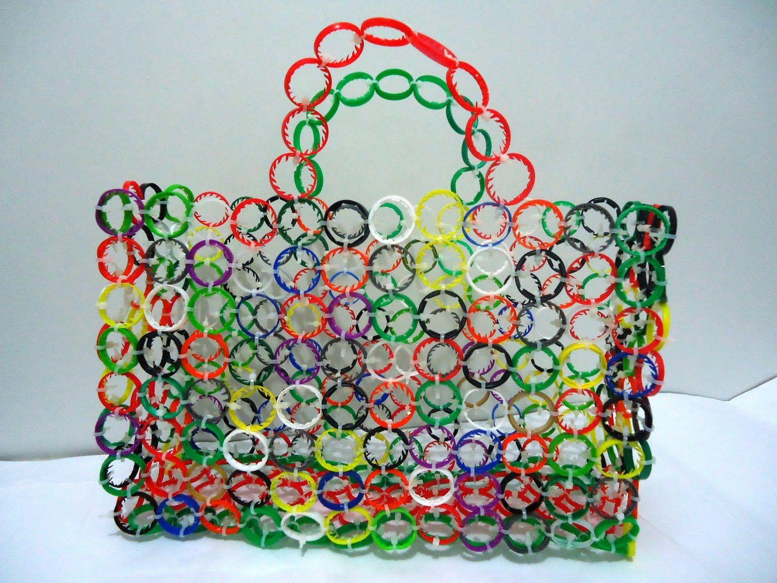 bf47f1ea7 Como fazer bolsa de garrafa PET 10   BOLSOS   Garrafa pet artesanato ...