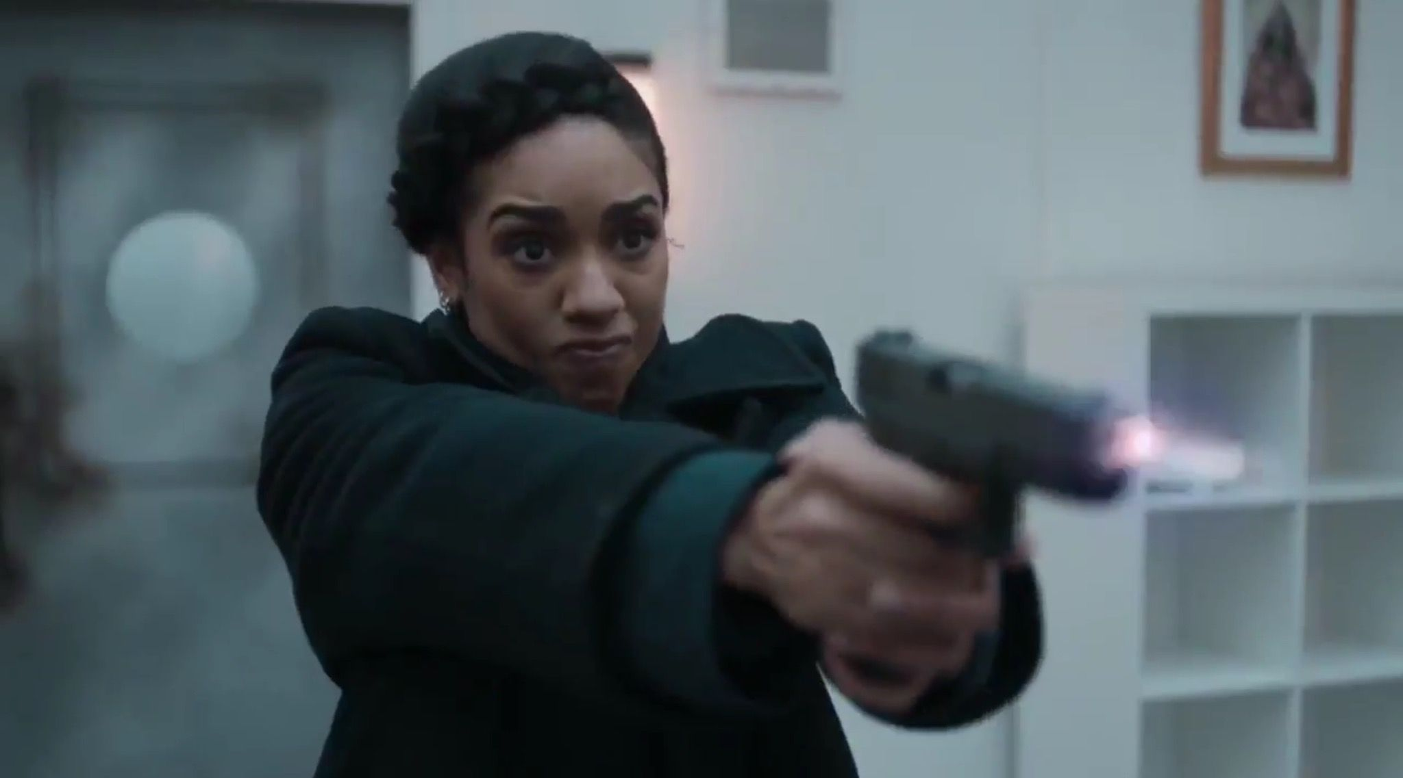 Bill with a gun?! Does she shoot the Doctor? The Lie of the Land   Pearl Mackie   Pinterest ...