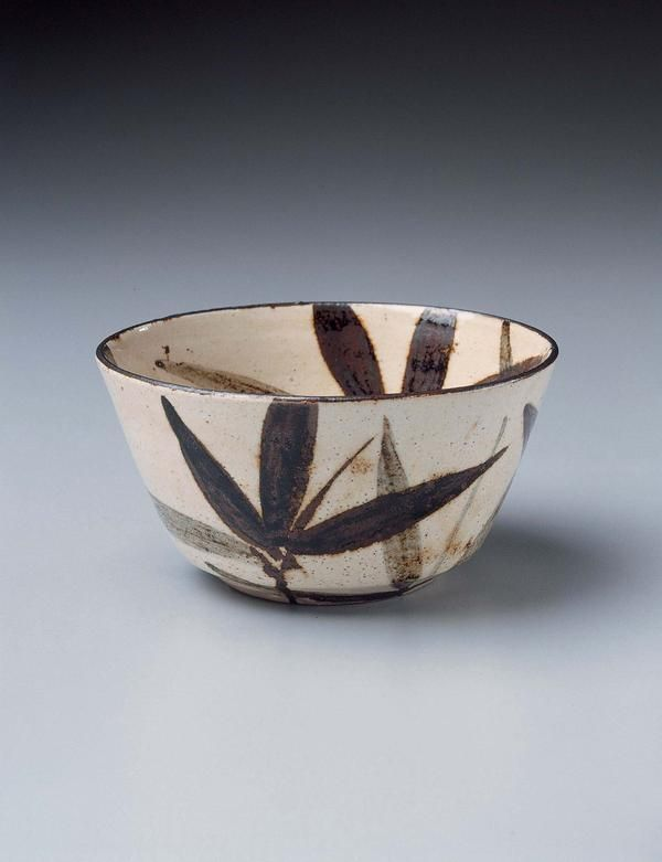 Bowl with bamboo leaf design by Ogata Kenzan, (1663-1743) 18th century: Edo period: Kimbell Art Museum