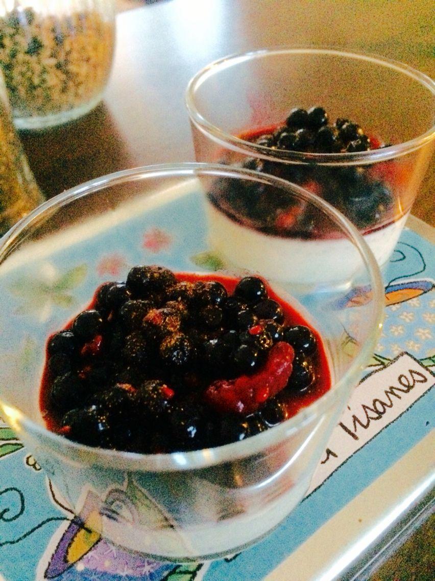 chiapannacotta med blåbär å kanel på. koka upp i kastrull: 1,5 dl